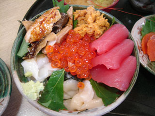 太助_美味海丼735円
