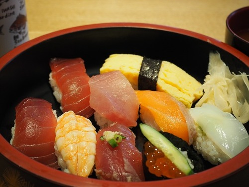 sushi-695000_640