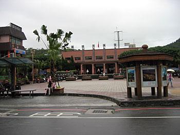 バス停より、瑞芳車站をのぞむ