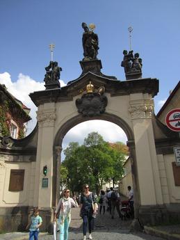 修道院への門_R
