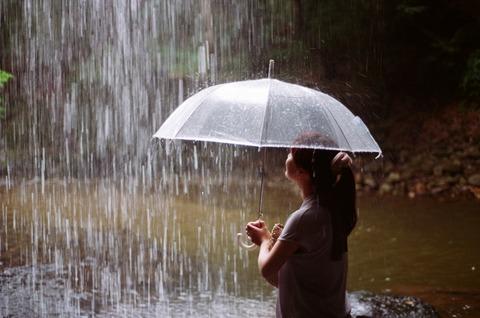 傘の向こう