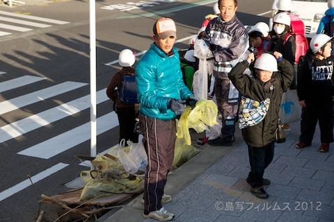 ウミガメ隊_早朝清掃_篠島小学校_2012-12-05 07-53-44