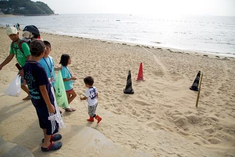 ウミガメ隊_ゴミ拾い_2014-07-30 07-43-36
