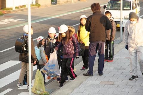 ウミガメ隊_早朝清掃_篠島小学校_2013-01-09 07-50-41
