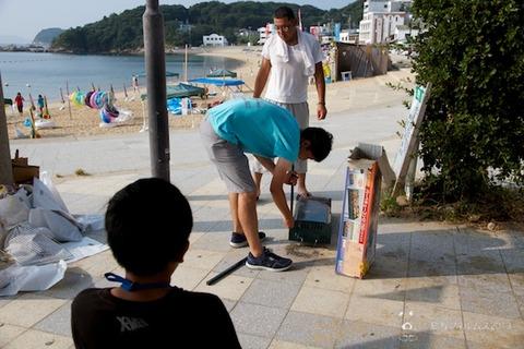 ウミガメ隊_ゴミ拾い_前浜_2013-08-14 07-50-27