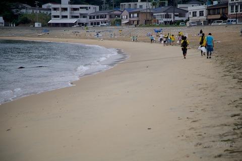 ウミガメ隊_ゴミ拾い_2014-08-24 07-34-17