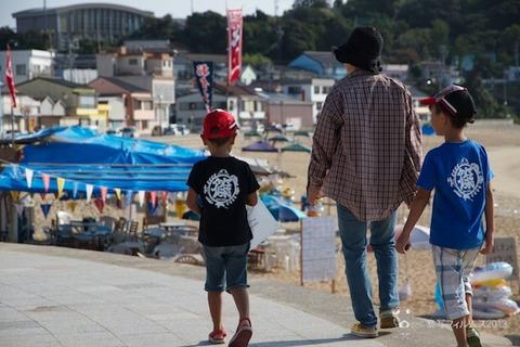ウミガメ隊_ゴミ拾い_前浜_2013-08-04 07-37-56