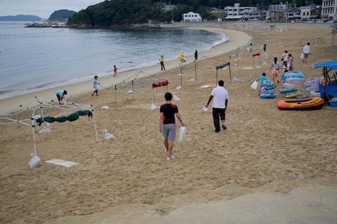 ウミガメ隊_ゴミ拾い_2014-08-24 07-29-11