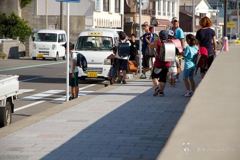 ウミガメ隊_ゴミ拾い活動_2013-09-18 07-56-49