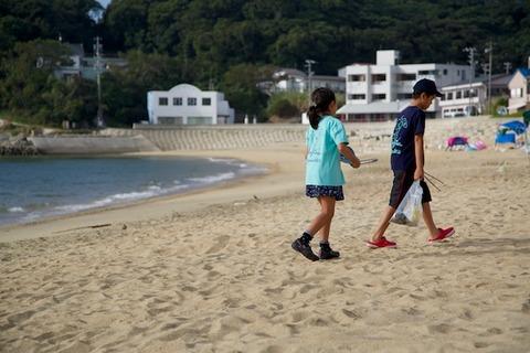 ウミガメ隊_ゴミ拾い_2014-08-17 07-36-23