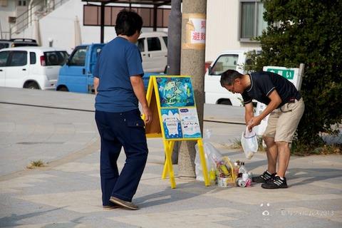 ウミガメ隊_ゴミ拾い_前浜_2013-08-14 07-39-25