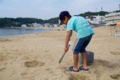 ウミガメ隊_ゴミ拾い_2014-08-13 07-40-52