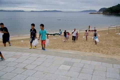 ウミガメ隊_ゴミ拾い_2014-08-24 07-48-36