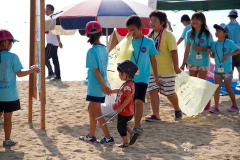 ウミガメ隊_ゴミ拾い_前浜_2013-08-07 07-36-16