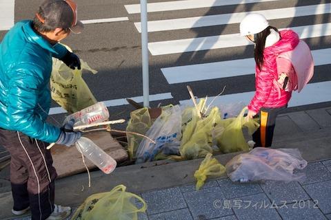 ウミガメ隊_早朝清掃_篠島小学校_2012-12-05 07-55-28