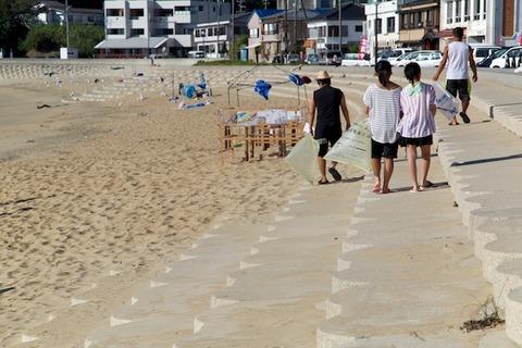 ウミガメ隊_ゴミ拾い_2014-08-06 07-36-06