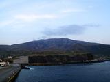 噴煙立ち上る朝の三宅島