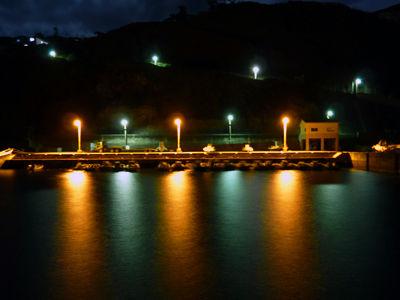 御蔵島港の灯り