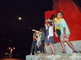 御蔵島港の赤灯台