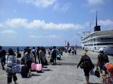 御蔵島にてかめりあ丸就航