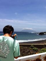 三宅島から御蔵島を望む