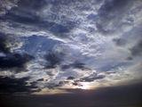 梅雨の中休み 空の色
