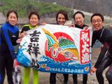 大漁旗で記念撮影!