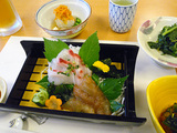 御蔵島産マダイの刺身とコショウダイのベッコウ漬