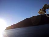 朝日を浴びる御蔵島