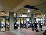 竹芝ターミナルに集まる乗船客