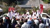秋祭りの餅撒き (2)
