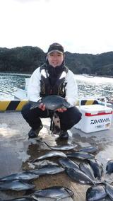 釣友達がヤサクで釣ったクロ(グレ)