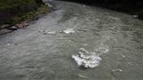増水ドチャ濁りの小丸川 (1)