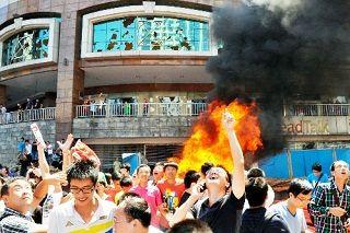 湖南省長沙で投石で窓ガラスが割れた日系デパート[2012/09/15]
