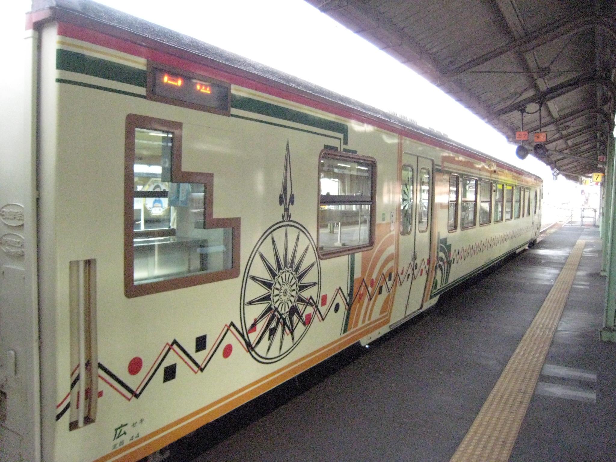 0204 列車の名前は長門市仙崎出身の童謡詩人、金子みすゞに由来し、新下関駅から下... 「みす