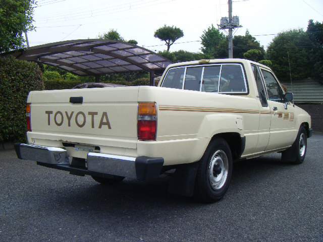 undergorund auto custom 1985 toyota pickup extra cab short bed 1 380 000. Black Bedroom Furniture Sets. Home Design Ideas