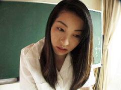 【無修正】オナニーを生徒に見られてセックスしちゃう女教師