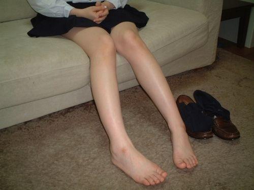 足コキ暴発しそうな美脚な女のコエロ画像!街にいるいる超キレイな脚の子www