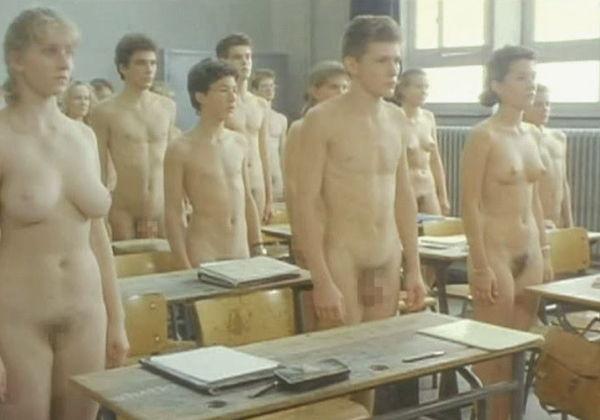 【衝撃】あ、エロ漫画で見たやつだ…思春期の男女が全裸になって受ける海外高校のマジキチ性教育授業の風景がこちらww