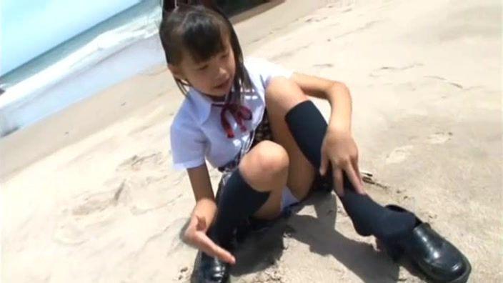 ジュニアアイドル・荒井佑奈ちゃんの「赤いランドセル」