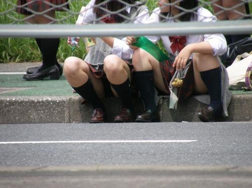 【制服太もも盗撮】リスク承知で女子校生の肢体を撮影した勇気ある撮影主によるエロ画像www