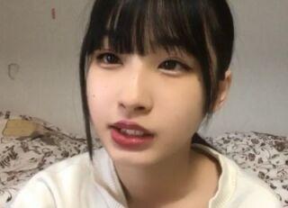 【衝撃映像】うおぉぉ…マジかこれ!STU48 沖侑果がノーパンで生配信してマンコが映ってしまう大事故www