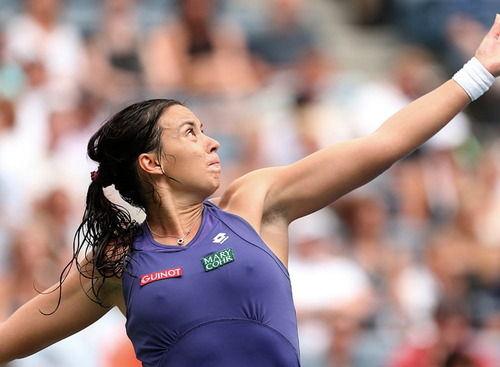 ぷっくり乳首エロ画像を凝視!試合が盛り上がるほど勃つテニス女子アスリートの乳頭www