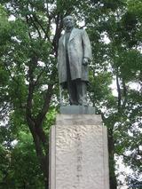 常盤橋後援(日本銀行向かい側)にある朝倉文夫作渋沢栄一翁銅像