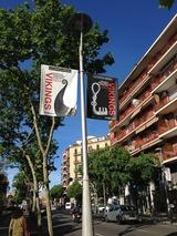 街にある広告の旗