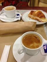サンツ駅のカフェで朝食