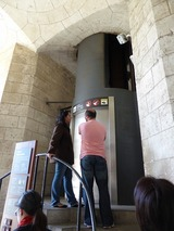 生誕のファサードのエレベーター
