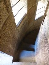 狭い螺旋階段