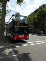 街中をバリバリ走ってる2階建て観光バス