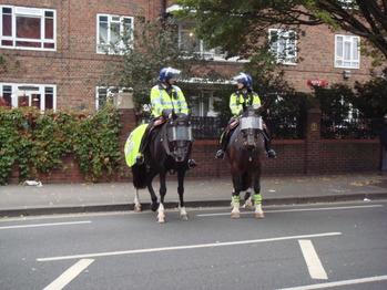 馬に乗った警官